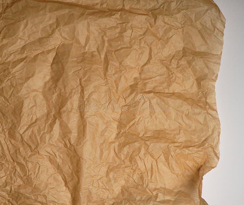 скомканная коричневая печь пергаментная бумага стоковая фотография