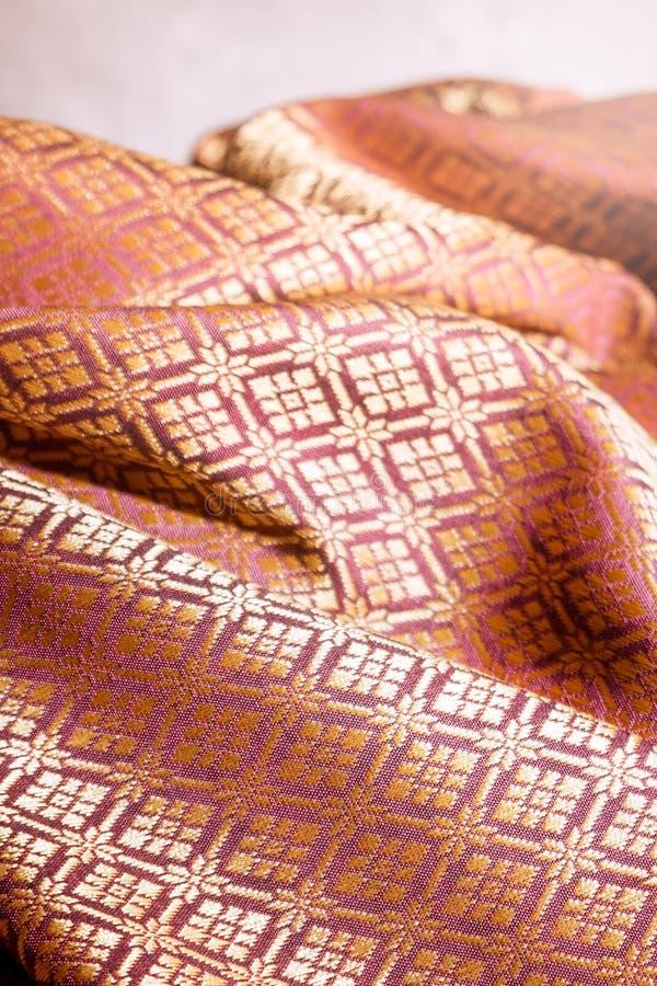 Скомканная тайская silk ткань, предпосылка стоковое изображение rf