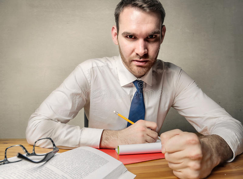 сконцентрированный бизнесмен стоковые фотографии rf