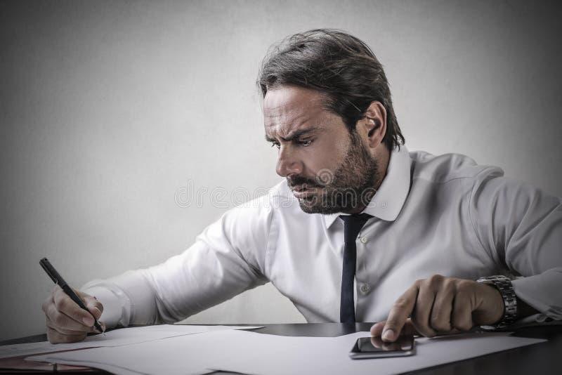 Сконцентрированный человек стоковое фото