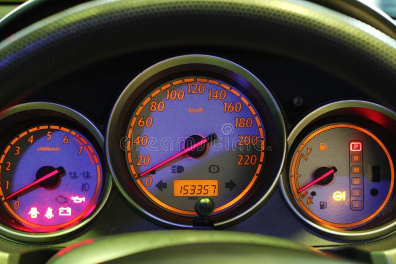 Скорость одометра в моем автомобиле стоковое изображение rf