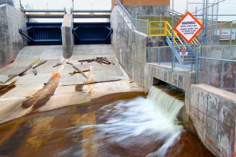 Скрепление падает запруда Flowage стоковая фотография