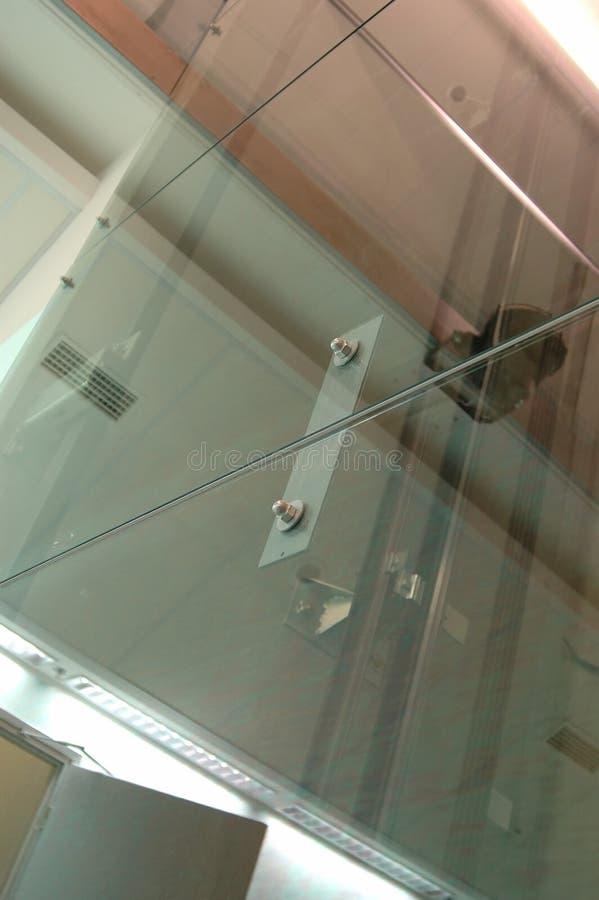 скрепляет болтами стеклянную серию 2 стоковое фото