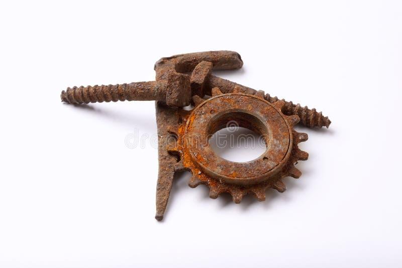 скрепляет болтами cogwheel ржавый стоковое изображение