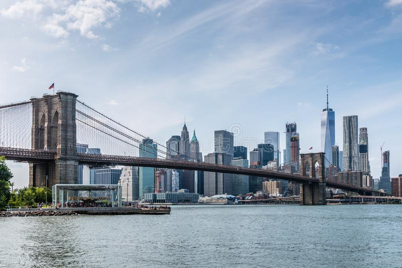 Скрещивание Бруклинского моста от своего парка к Манхэттену стоковая фотография