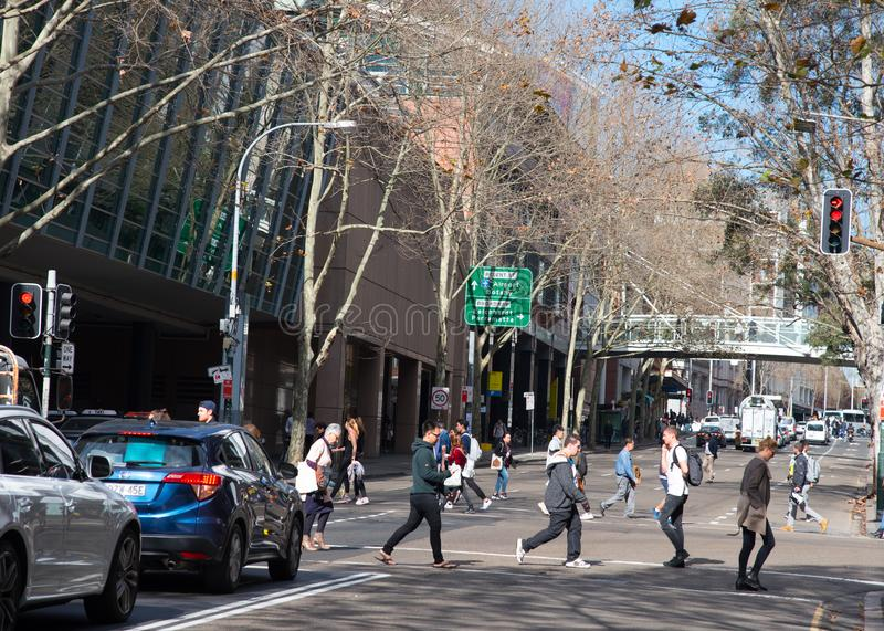 Скрещивание людей улица Херрис ultimo в часе пик стоковые изображения rf