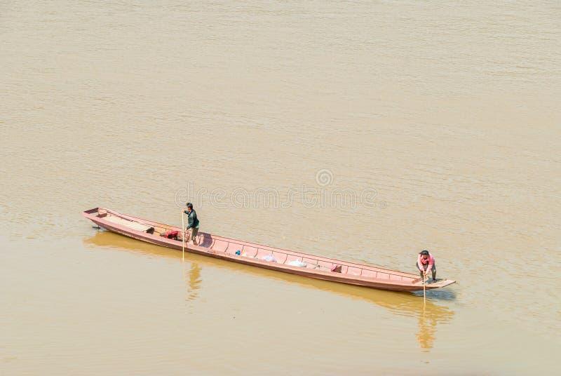 Скрещивание Меконг шлюпкой стоковые фотографии rf