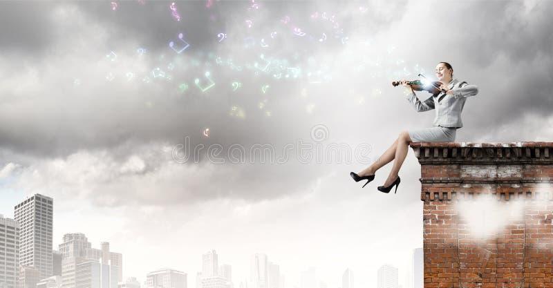 Download Скрипач женщины стоковое изображение. изображение насчитывающей fiddlestick - 41650655