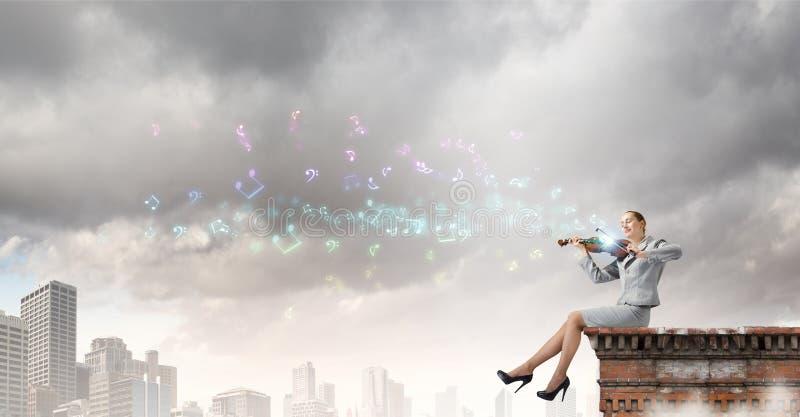 Download Скрипач женщины стоковое фото. изображение насчитывающей состав - 41651744