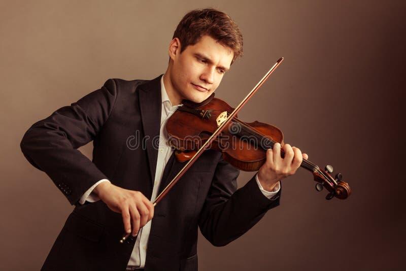 Download Скрипач человека играя скрипку Искусство классической музыки Стоковое Фото - изображение насчитывающей зрелищность, тренировка: 40587518