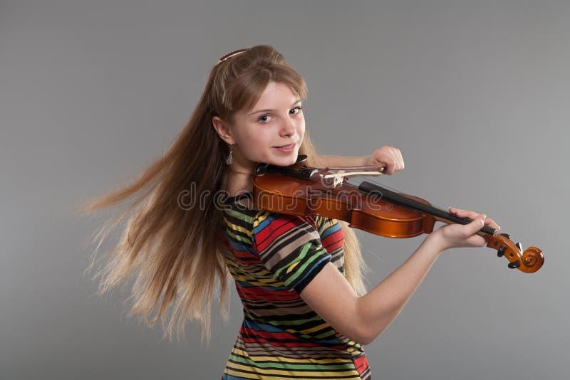 скрипка девушки подростковая стоковые изображения