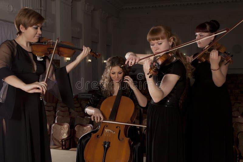 Скачать мелодию игры на скрипке