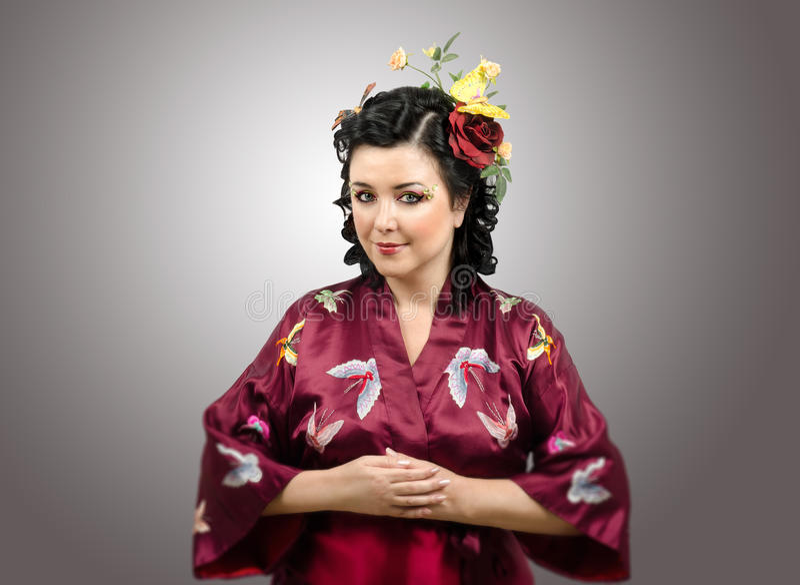 Download Скромная дама кимоно стоковое изображение. изображение насчитывающей модно - 41658815