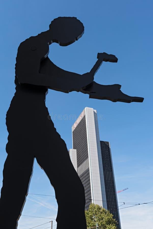 Скульптура, бить молотком человека молотком, конструировала jonathan borofsky, nea стоковая фотография rf