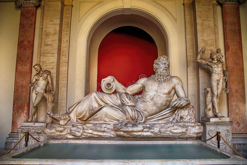 Скульптура бога Тибра реки в Ватикане, Италии стоковые изображения rf