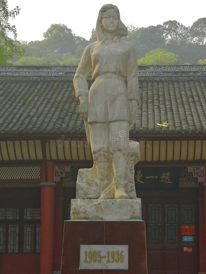 Скульптура героя liuhulan в парке, фарфор стоковые изображения