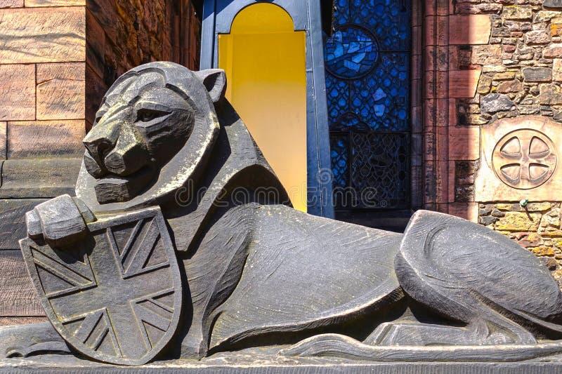 Скульптура льва, шотландский национальный военный мемориал в Эдинбурге, Шотландии стоковое изображение
