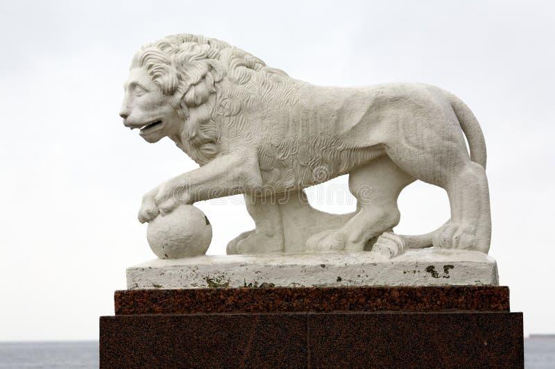 Download скульптура льва стоковое изображение. изображение насчитывающей предмет - 6869075