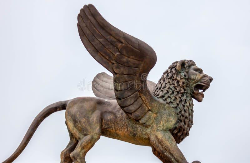 Скульптура на сильной стороне Marghera лев Венеции расположил для Венеции биеннале стоковое фото rf