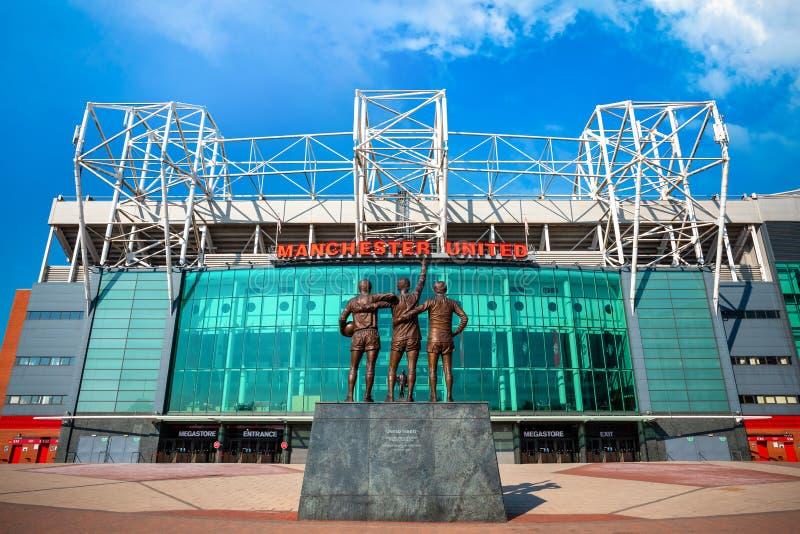 Скульптура объединенной троицы бронзовая на старом стадионе Trafford в Манчестере, Великобритании стоковые изображения rf