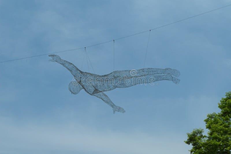 Скульптура провода человека летания стоковые фото