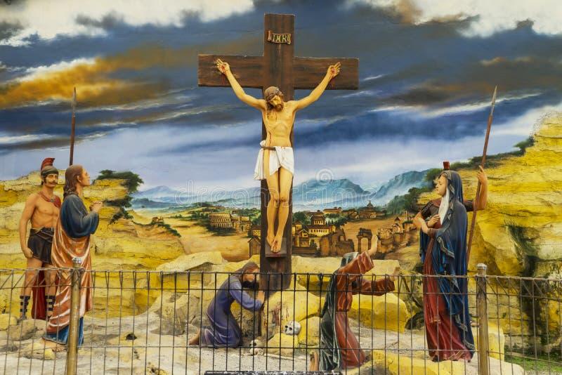 Скульптура распятого Иисуса Христоса стоковые фотографии rf