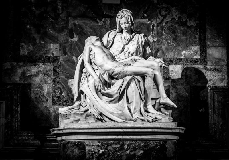 Скульптура ренессанса Pieta Ла Микеланджело Buonarroti, внутри базилики St Peter, Ватикан стоковые фото