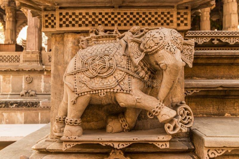 Скульптура слона с деталью стоковые фото
