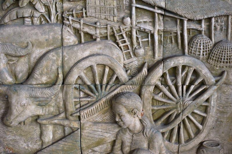 скульптура тайского стиля на стене handmade картина стоковые фотографии rf