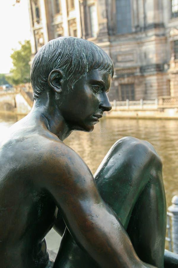 Скульптура od мальчик стоковое изображение