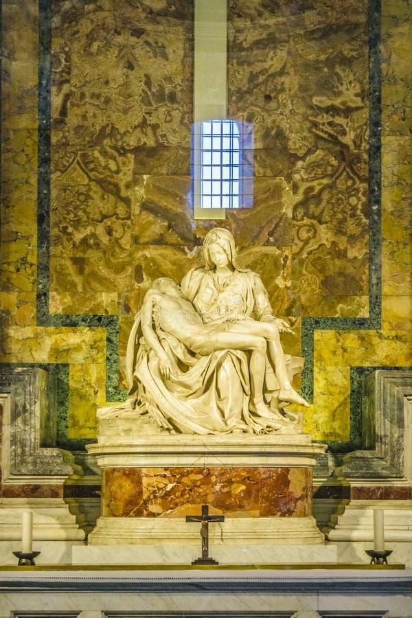 Скульптура Pieta Ла, базилика St Peters, Рим стоковая фотография rf