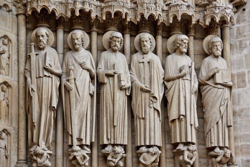 скульптура saints dame de notre paris стоковые изображения
