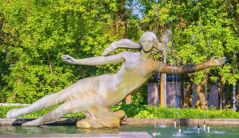 Скульптурная часть фонтана стоковые изображения rf
