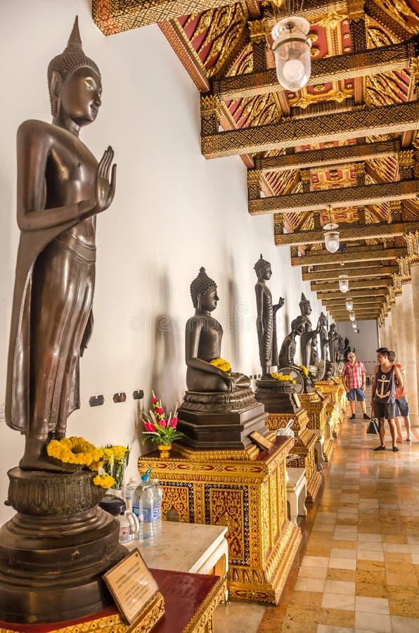 Скульптуры Будды в храме Ват Беншамабофит, Бангкок стоковые изображения