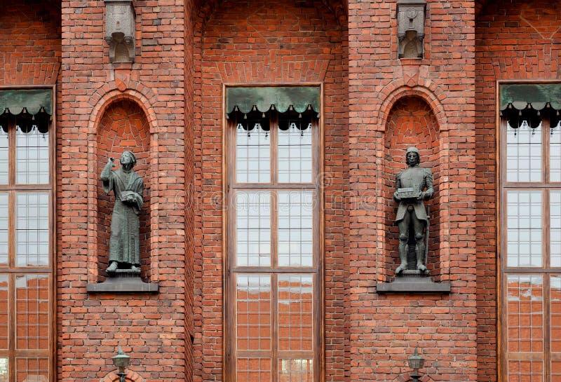 Скульптуры во дворе  Стокгольма Stadshuset, построенном в 1923 Примеры национального романтизма в архитектуре, Швеции стоковое изображение rf