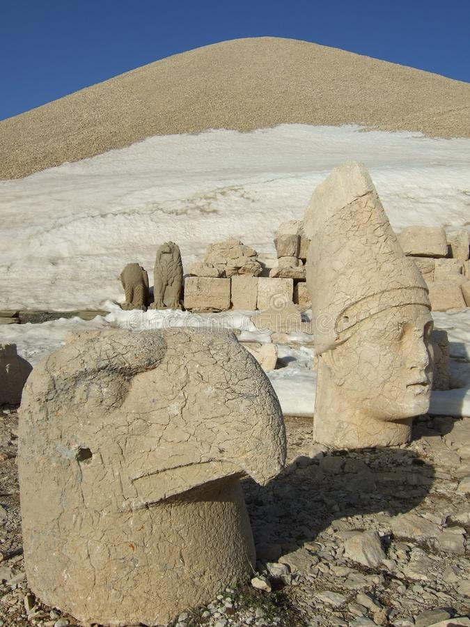 Скульптуры держателя Nemrut, Турции стоковое изображение