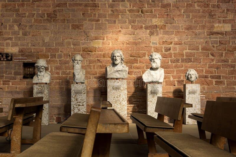 Скульптуры показывая Иисус Христос и апостолов в базилике Константине в центре Трир стоковое фото