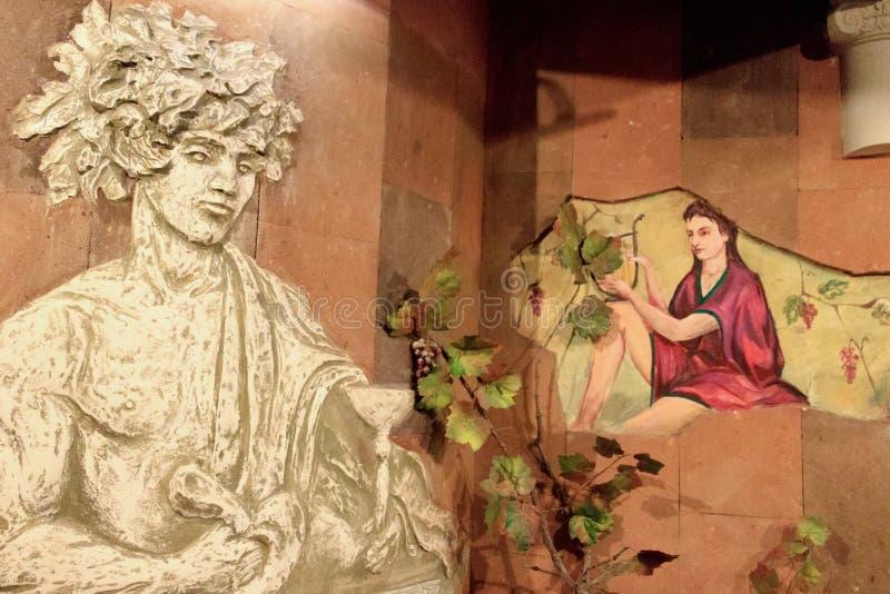 Скульптуры Bas в винодельне стоковые фотографии rf
