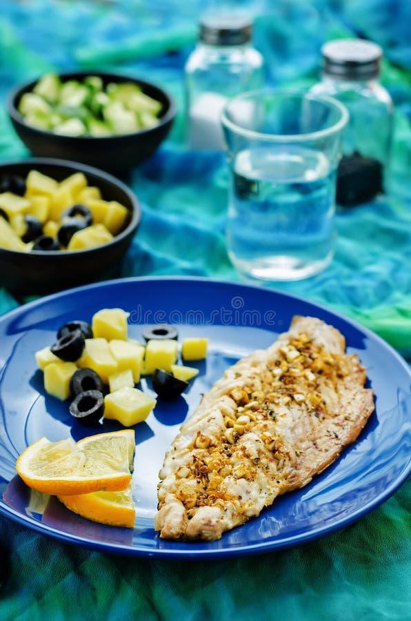 Скумбрия при marinated чеснок и лимон Морокканское блюдо стоковая фотография rf