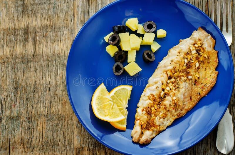 Скумбрия при marinated чеснок и лимон Морокканское блюдо стоковые изображения rf