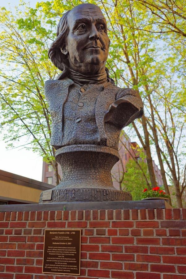 Скульптура Бенджамина Франклина на могильнике церков Христоса в Филадельфии стоковое изображение rf