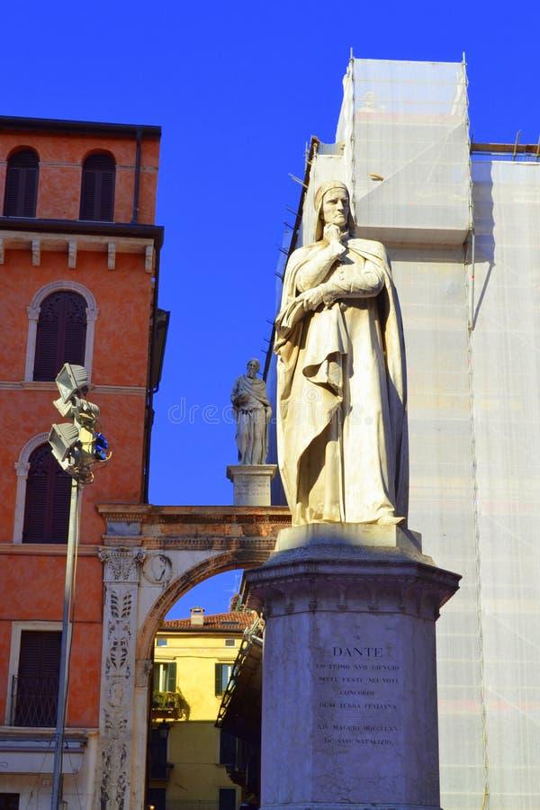 Скульптура Верона Dante стоковая фотография