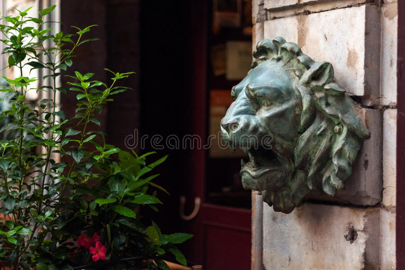 Скульптура в музее изящных искусств Лиона, Франции Статуи в парке Palais St Pierre стоковое фото