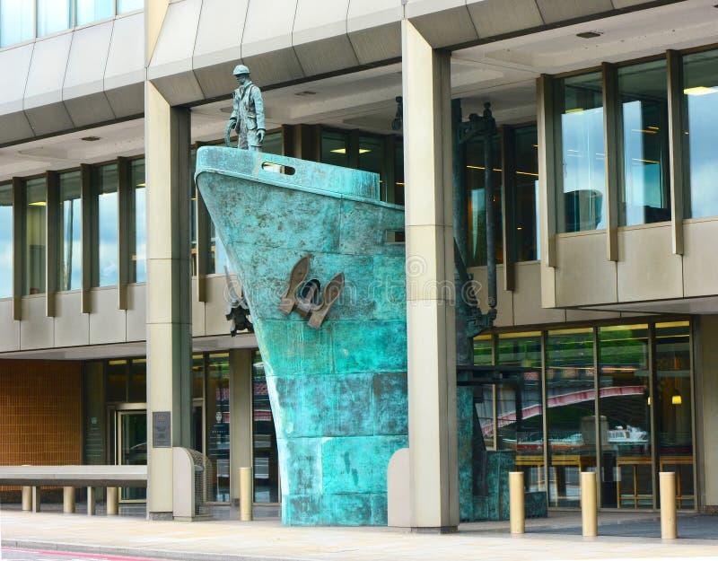 Скульптура корабля Международное морское Organisatio стоковое изображение rf