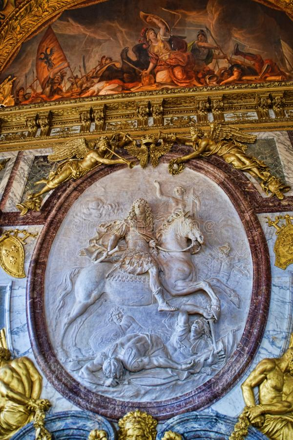 Скульптура короля Луис XIV каменная высекая стоковая фотография