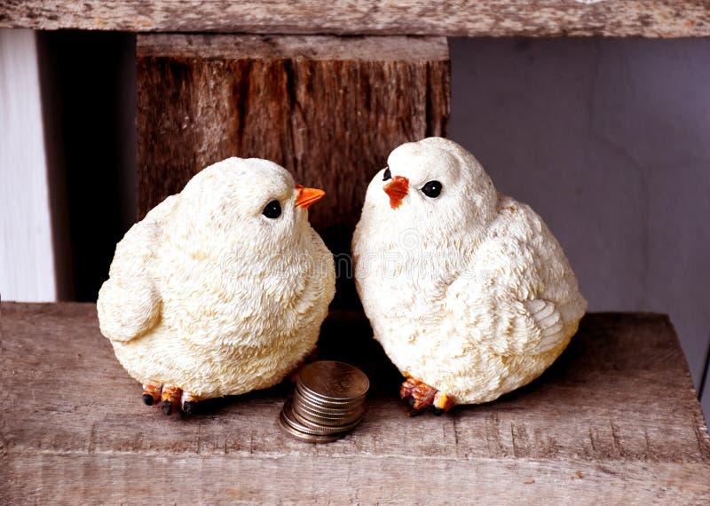 Скульптура куклы цыпленка стоковое фото