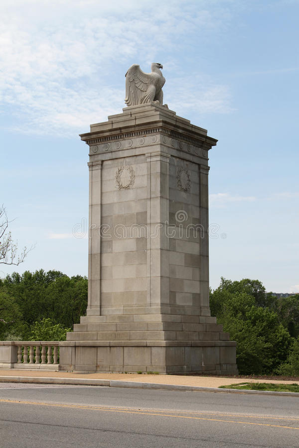 Скульптура на входе кладбища Арлингтона национального стоковое изображение rf