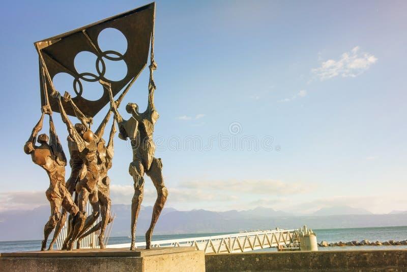 Скульптура перед олимпийским музеем, Лозанна, Швейцария стоковое фото