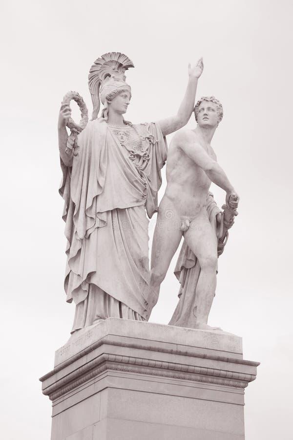 Скульптура ратника, мост Schlossbrucke, Берлин, Германия стоковые фото