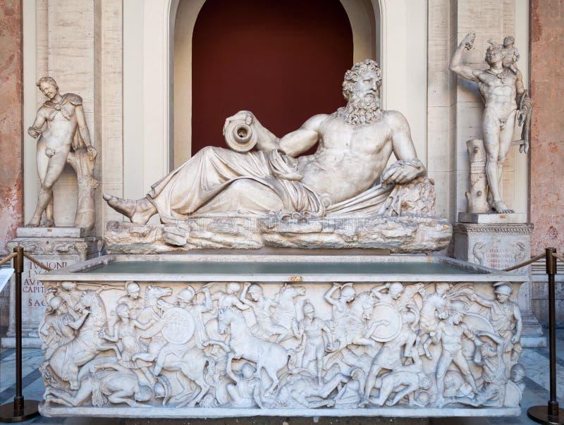 Скульптура Тибра реки в музее Ватикана стоковая фотография